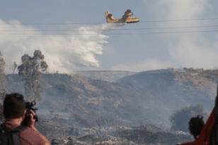 Πάρος: Αγωνιώδεις προσπάθειες κατάσβεσης της πυρκαγιάς