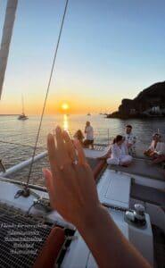 Πρόταση γάμου με θέα το ηλιοβασίλεμα της Σαντορίνης για το ζευγάρι από την Πάτρα! (ΦΩΤΟ)