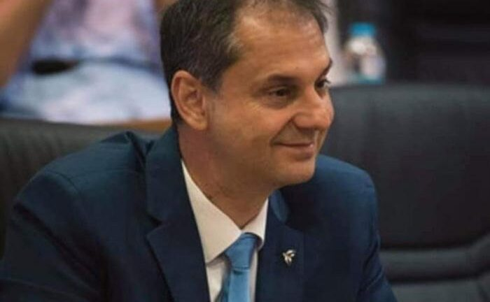Θεοχάρης στο Politico: «Θα πρέπει να υπάρξει πολιτική βούληση από την ΕΕ ώστε το πιστοποιητικό εμβολιασμού να καθιερωθεί το συντομότερο δυνατόν»