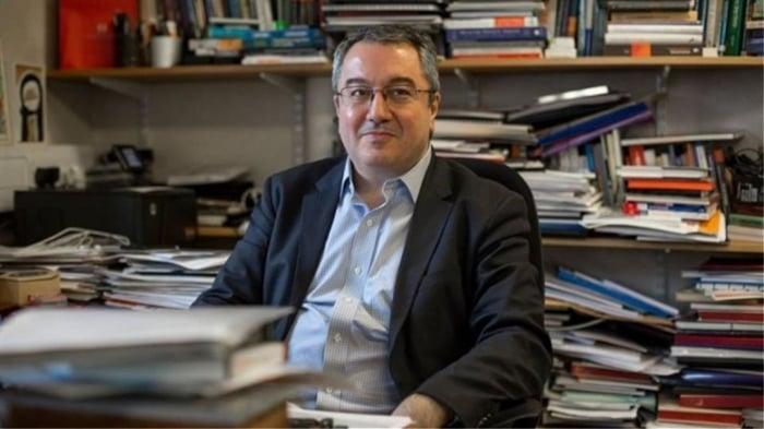 Ηλίας Μόσιαλος: Η παραπληροφόρηση για τα εμβόλια σκοτώνει