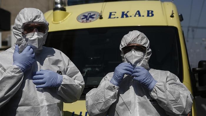 Υπουργείο Υγείας: 1.000 ευρώ σε 4.000 εργαζόμενους του ΕΚΑΒ