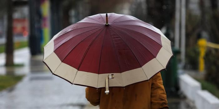 Καιρός: Έρχονται βροχές και σποραδικές καταιγίδες αύριο
