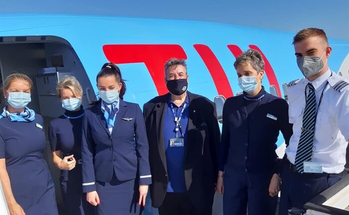 Εφτασαν στο αεροδρόμιο Αράξου οι πρώτοι 90 τουρίστες με πτήση της TUI