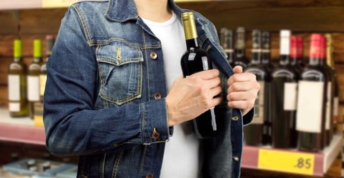 Πάτρα: Είχε αδυναμία στο ποτό και έκλεβε μπουκάλια αλκοόλ