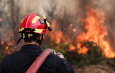 Συναγερμός στην Πυροσβεστική: Φωτιά κοντά στα Λουτρά Ωραίας Ελένης