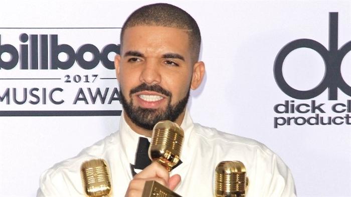 O Drake νοίκιασε στάδιο 70.000 θέσεων για το πάρτι του