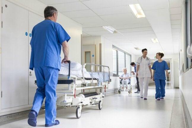 Συνοδός ασθενούς δάγκωσε φύλακα νοσοκομείου