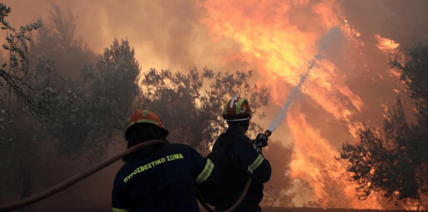 Φωτιά στη Ρόδο: Εκκενώνεται η Κοιλάδα των Πεταλούδων – Στη μάχη και το Beriev-200
