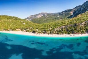 Η πιο εντυπωσιακή παραλία της Εύβοιας