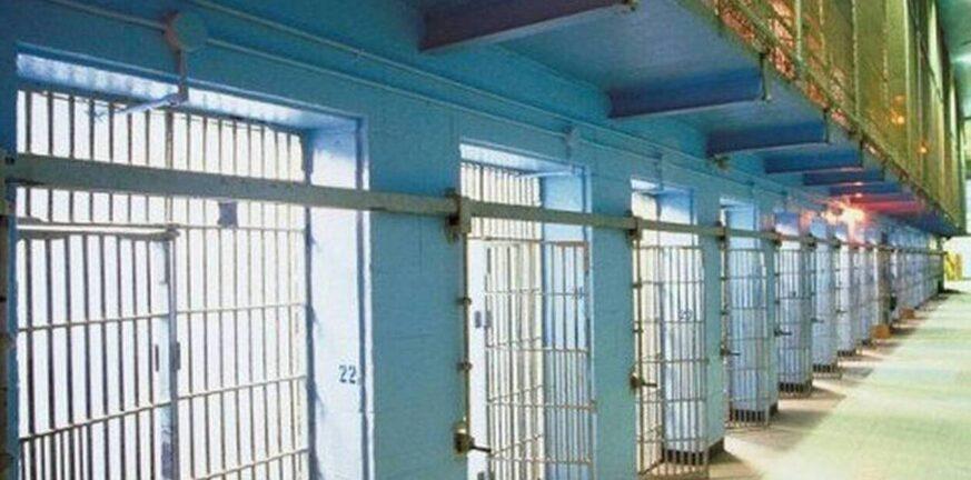 Φυλακές-εμβολιασμός: Ψευδές ότι δεν γίνεται καταχώριση των κρατουμένων που εμβολιάζονται για covid-19