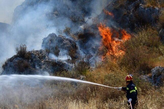 Φωτιά στην Αττική: Προς Σταμάτα και Ροδόπολη η πυρκαγιά - Ανακοινώθηκε εκκένωση