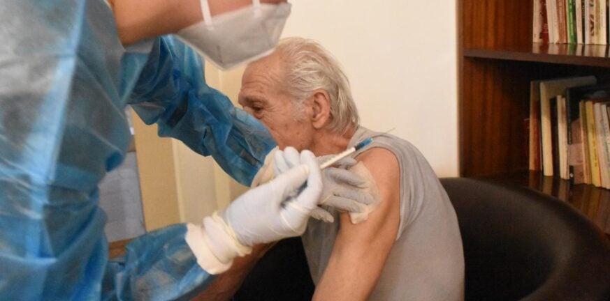 Πάτρα: Ο Κοινωνικός Οργανισμός του δήμου εμβολίασε ηλικιωμένους στα σπίτια τους