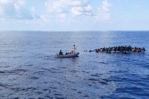 migrants rubberboat1 2048x1368 1