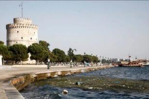 Αποκρουστικό θέαμα στην παραλία της Θεσσαλονίκης - Γέμισε φύκια και σκουπίδια ο Θερμαϊκός