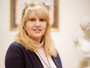 «Ντου» αρνητών στο Νεκροτομείο Πάτρας - Μαύρη «φάμπρικα» για ενοχοποίηση γιατρών και αποζημιώσεων