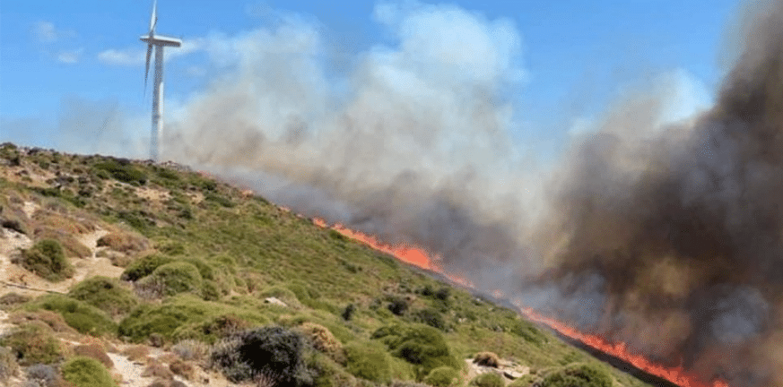 Συνεχίζονται οι προσπάθειες κατάσβεσης της φωτιάς στην Κάρπαθο