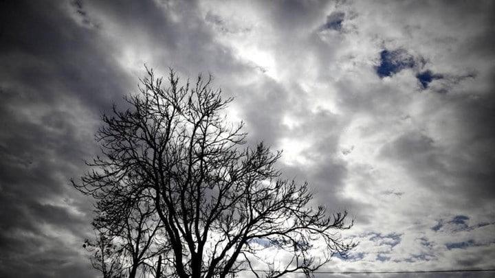 Καιρός: Φθινοπωρινό σκηνικό την Τρίτη - Μικρή πτώση της θερμοκρασίας - Πού θα βρέξει