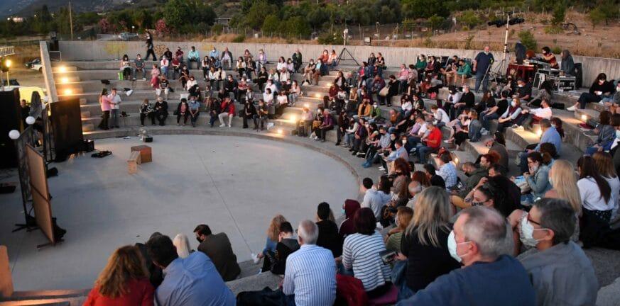 Πάτρα: Η Ρένα ξώκειλε στο ανοικτό Αμφιθέατρο Εργατικών Κατοικιών Ιτεών