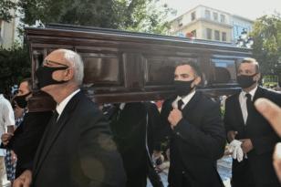 Μίκης Θεοδωράκης: Την Τετάρτη η τελετή αποχαιρετισμού – Oμιλίες από Σακελλαροπούλου και Κουτσούμπα