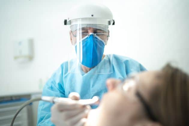 Κορονοϊός-Με rapid test οι εμβολιασμένοι στον οδοντίατρο, με μοριακό οι ανεμβολίαστοι