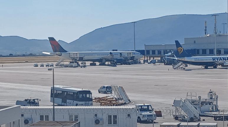 Έκτακτη προσγείωση στο Ελευθέριος Βενιζέλος: «Ανατριχιάσαμε» - Τα πρώτα λόγια επιβατών του αεροπλάνου