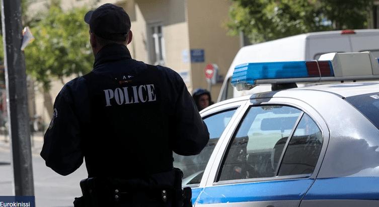 Ηλεία: Νεαρός ξέφυγε με χειροπέδες ενώ είχε συλληφθεί - Τον είχε μηνύσει για ενδοοικογενειακή βία ο πατέρας του