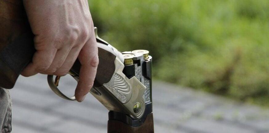 Αποκάλυψη της «Π»: Πατέρας αρνητής απείλησε ότι θα σκοτώσει διευθύντρια σχολείου με καραμπίνα