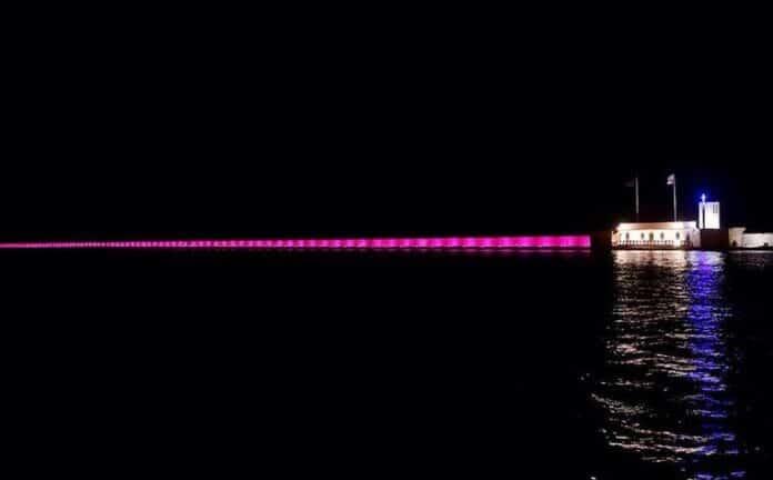 Πάτρα: Στο συμβολικό ροζ χρώμα φωτίζεται απόψε ο κυματοθραύστης στη μνήμη της Λιολιώς