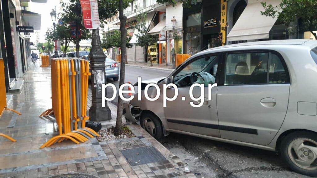 Πάτρα: Γλίτωσαν από θαύμα δύο περαστικοί σε απίστευτο τροχαίο στη Μαιζώνος - ΦΩΤΟ