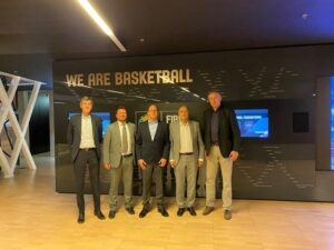 Ο Βαγγέλης Λιόλιος στην έδρα της FIBA