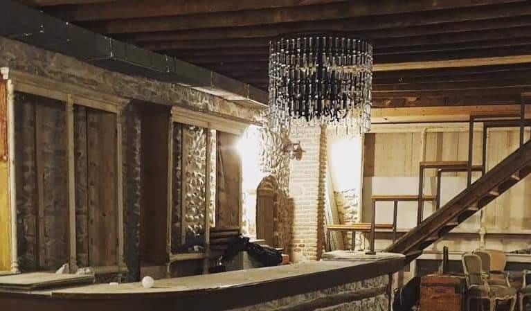 Πάτρα: Ποια είναι η ταράτσα που φιλοξένησε το πάρτι; Ένα νέο εστιατόριο σε έναν παλιό στάβλο!