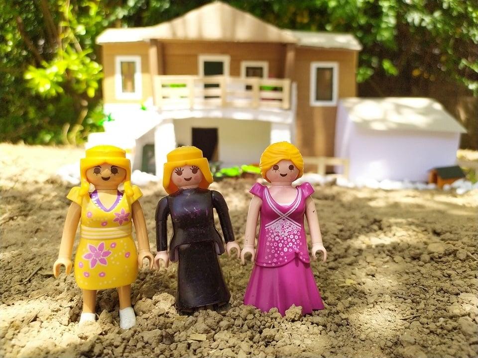 Οι «Αγριες Μέλισσες» σε εκδοχή... playmobil - Στο pelop.gr o πιτσιρικάς που κάνει τις τηλεοπτικές σειρές, παιχνίδι