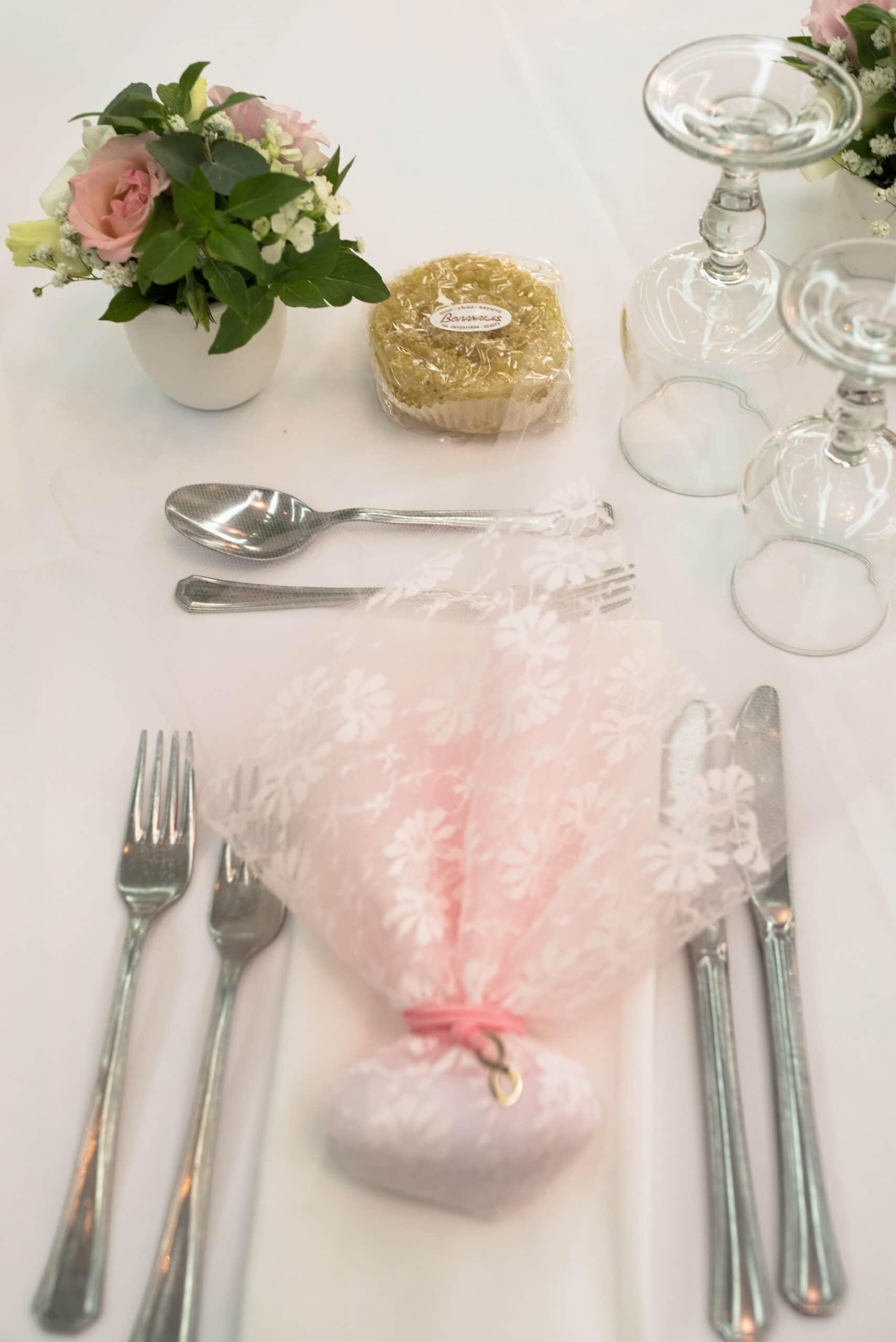 Πάτρα: Ροζ νυφικό για μια λαμπερή εμφάνιση γάμου με άρωμα... Κρήτης!