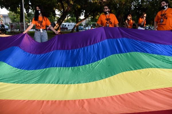 Στα χρώματα του Pride ο Λευκός Πύργος