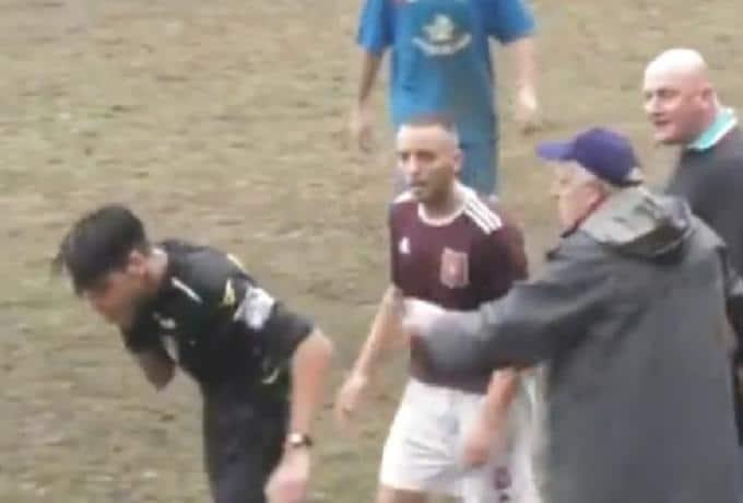 Προπονητής έδωσε το ξύλο της αρκούδας σε διαιτητή! Τον έκανε «μαύρο»!VIDEO