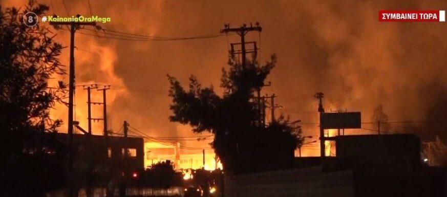 Μεγάλη φωτιά σε εργοστάσιο ξυλείας στον Ασπρόπυργο
