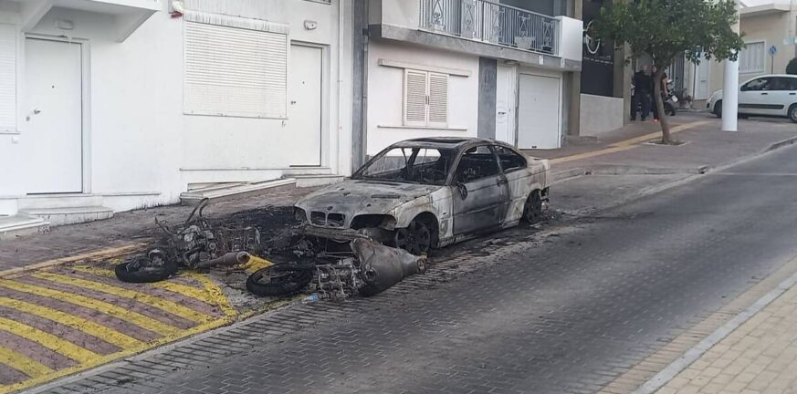 Ηλιούπολη: Έκαψαν το αυτοκίνητο του αστυνομικού που κρατούσε αιχμάλωτη και εξέδιδε την 19χρονη