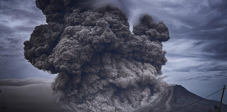 Ισπανία: Λάβα, στάχτες και καπνός από το ηφαίστειο Κούμπρε Βιέχα - Απόκοσμες εικόνες από την έκρηξη