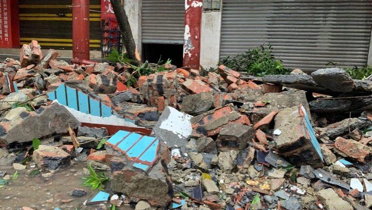 Φονικός σεισμός στην Κίνα με τουλάχιστον τρεις νεκροί και δεκάδες τραυματίες