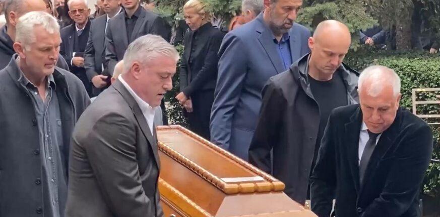 Στιγμές που συγκλονίζουν στην κηδεία του Ιβκοβιτς-Ομπράντοβιτς, Ντίβατς, Ντανίλοβιτς, Κιτσάνοβιτς, Πάσπαλι, Ζντοβτς μετέφεραν το φέρετρο του-VIDEO