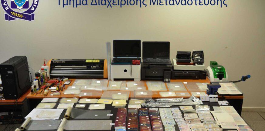 Σεπόλια: Πουλούσαν πλαστά διαβατήρια έναντι 800 ευρώ
