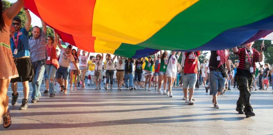 Δημοψήφισμα στην Ελβετία για τον γάμο των ομόφυλων ζευγαριών - Τι δείχνουν οι δημοσκοπήσεις