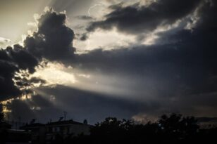Καιρός: Βροχές σε Πελοπόννησο και Κρήτη - Με συννεφιά και κρύο η 28η Οκτωβρίου