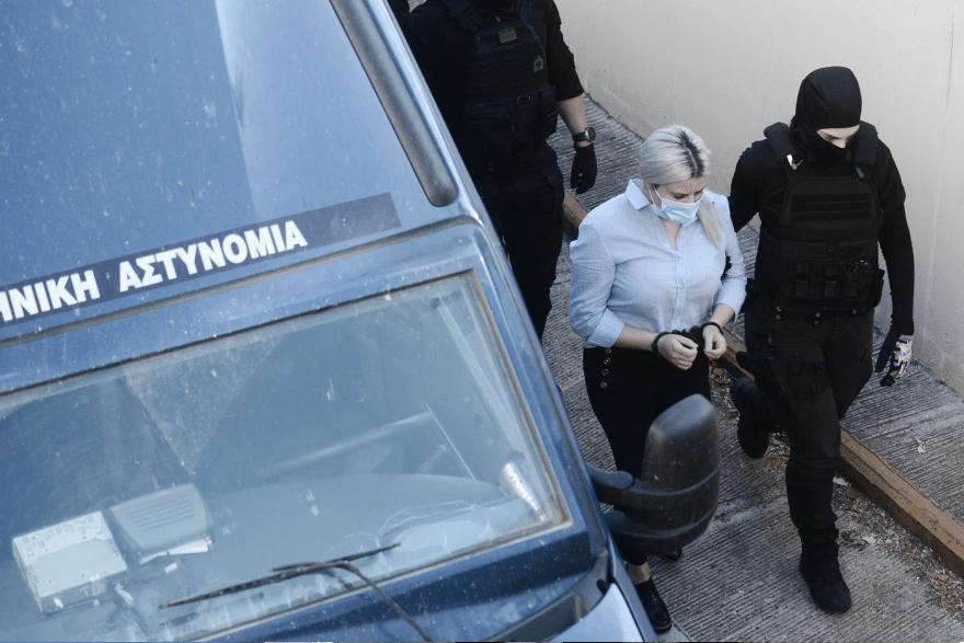 Επίθεση με βιτριόλι: Στο δικαστήριο και η κατηγορούμενη - ΦΩΤΟ