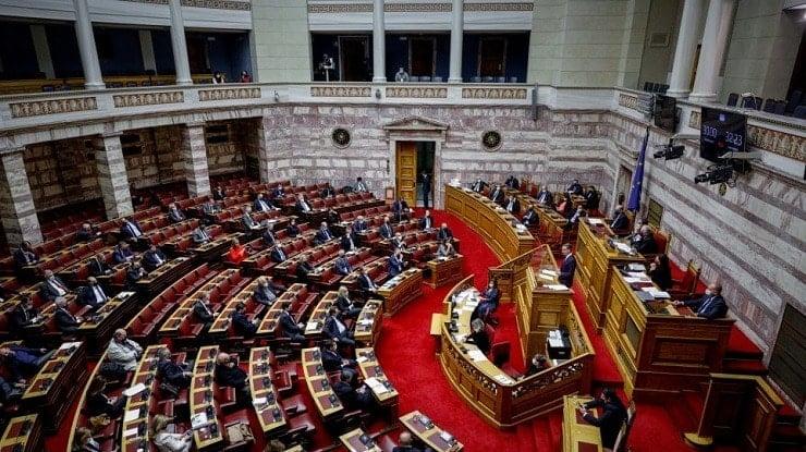 Ο «Μπάλλος» ανέβαλε την αυριανή συζήτηση στη Βουλή για την πανδημία