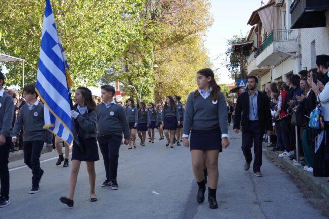 Αίγιο: Με φόντο τη θάλασσα διεξάγεται η παρέλαση (Φωτογραφίες)