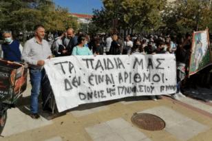 Πύργος: Μαθητές, καθηγητές, γονείς βγήκαν στο δρόμο κατά των συγχωνεύσεων των Σχολείων