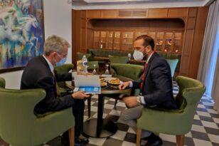 Το «Επενδυτικό Προφίλ της Δυτικής Ελλάδας» παρέδωσε ο Περιφερειάρχης στον πρέσβη των ΗΠΑ Τζέφρυ Πάιατ