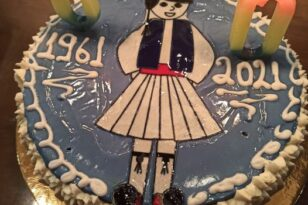 Εκλεισε τα 60 ο Κυριάκος Σκιαθάς με...εθνική τούρτα!
