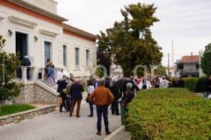 Αιγιάλεια: Λαοθάλασσα στο εκλογικό κέντρο του Αιγίου για τις εκλογές της ΔΕΕΠ Αχαΐας και την Τοπική ΦΩΤΟ